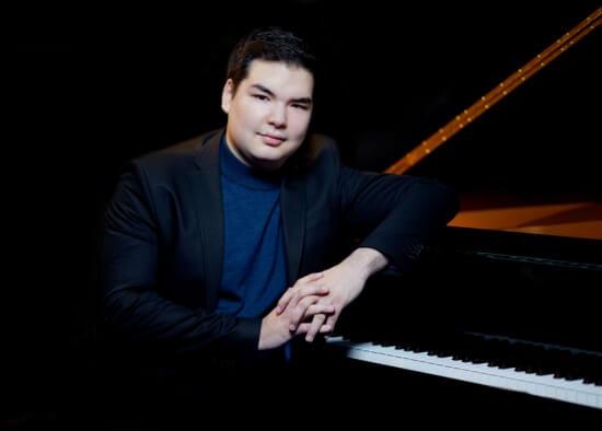 Алим Бейсембаев занял I место в конкурсе пианистов в Лидсе